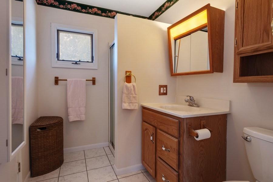 Real Estate Photography - 1721 Glen Lake Rd, Hoffman Estates, IL, 60169 - 3rd Bathroom