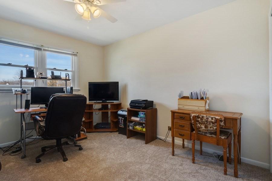 Real Estate Photography - 1721 Glen Lake Rd, Hoffman Estates, IL, 60169 - 3rd Bedroom