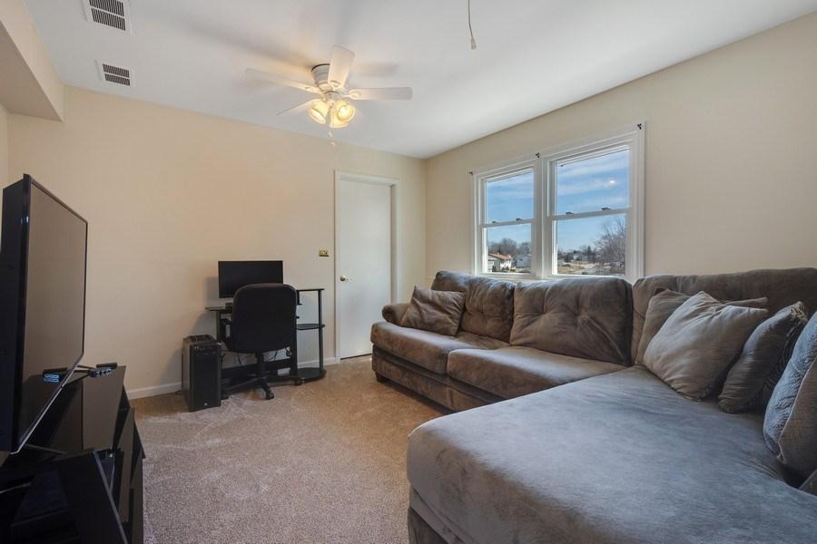Real Estate Photography - 1721 Glen Lake Rd, Hoffman Estates, IL, 60169 - 5th Bedroom