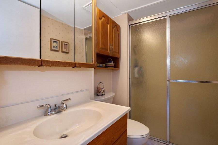 Real Estate Photography - 1721 Glen Lake Rd, Hoffman Estates, IL, 60169 - Bathroom