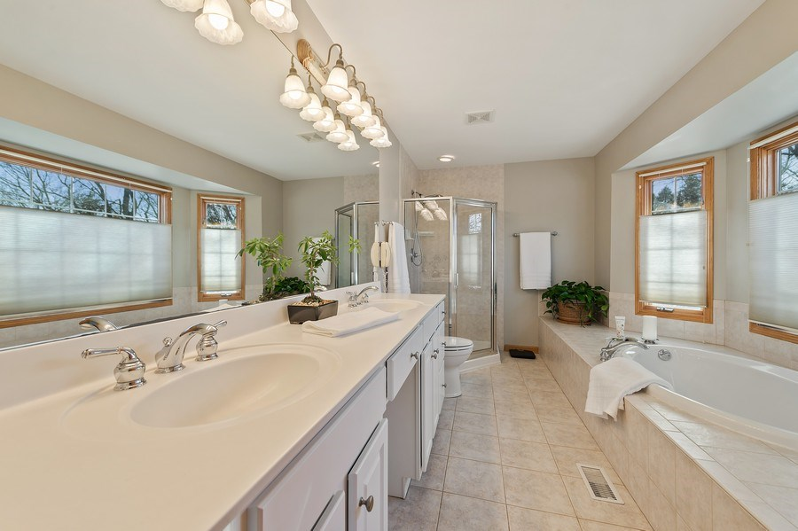 Real Estate Photography - 669 Buena Vista Dr, Glen Ellyn, IL, 60137 - Master Bathroom