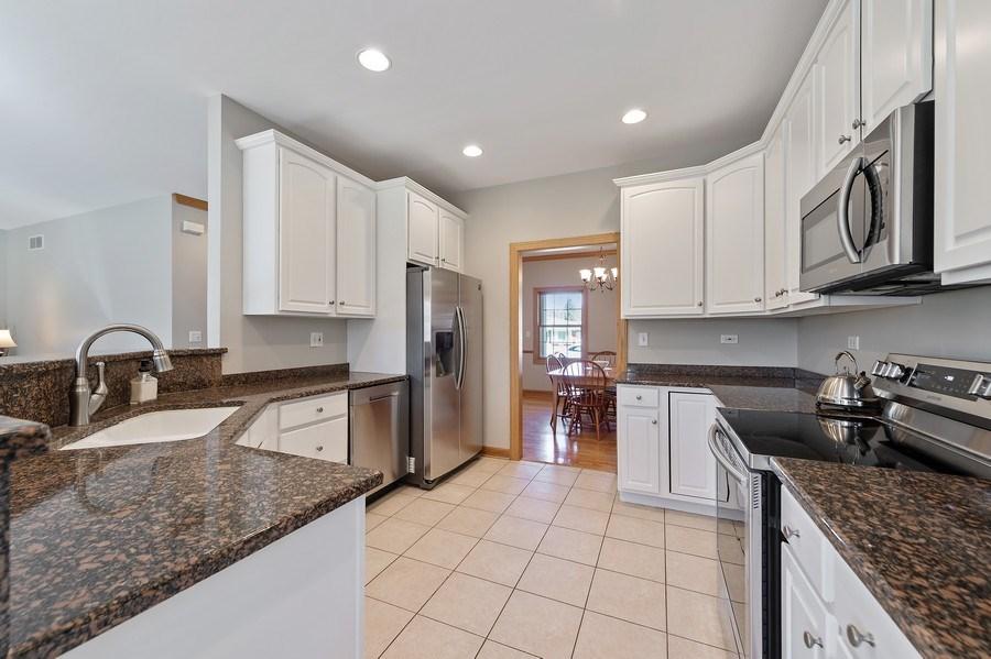 Real Estate Photography - 669 Buena Vista Dr, Glen Ellyn, IL, 60137 - Kitchen