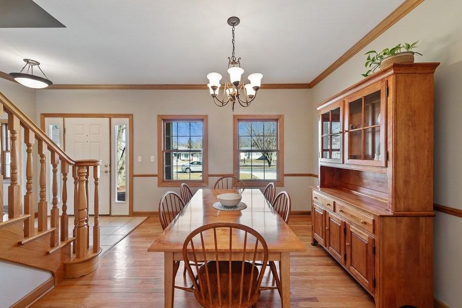 Real Estate Photography - 669 Buena Vista Dr, Glen Ellyn, IL, 60137 - Dining Room