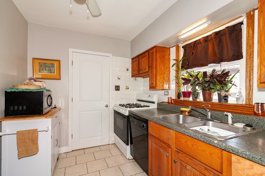 Real Estate Photography - 410 S York Rd, Bensenville, IL, 60106 - Kitchen