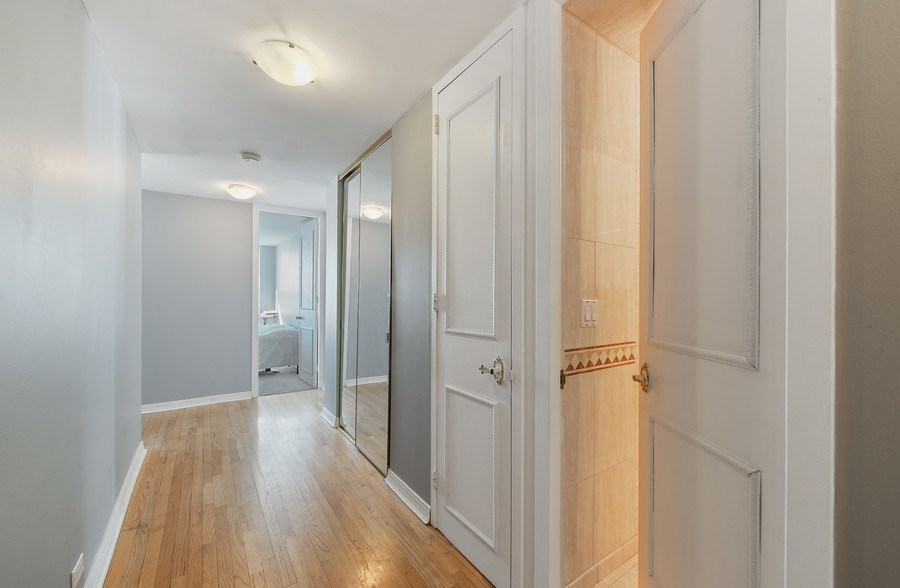Real Estate Photography - 1700 E 56th St, Unit 3201, Chicago, IL, 60607 - Hallway