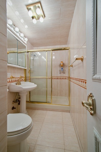Real Estate Photography - 1700 E 56th St, Unit 3201, Chicago, IL, 60607 - Bathroom