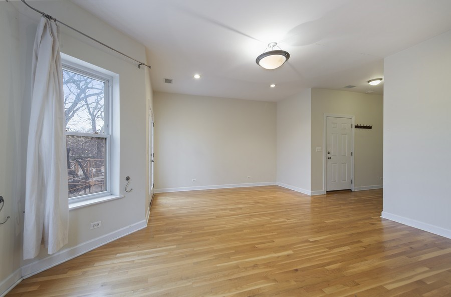 Real Estate Photography - 5529 S Cornell Ave, Unit 3S, Chicago, IL, 60637 - Living Room