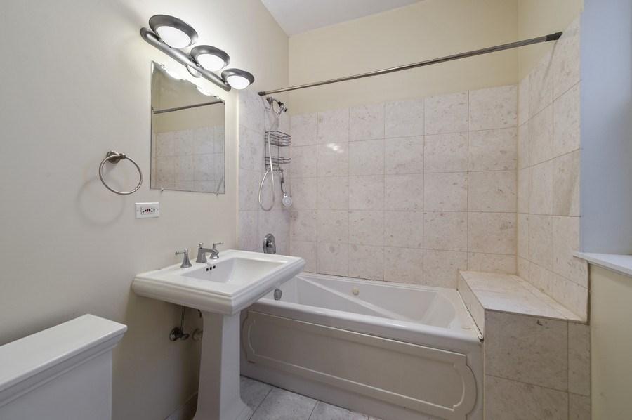 Real Estate Photography - 5529 S Cornell Ave, Unit 3S, Chicago, IL, 60637 - Bathroom