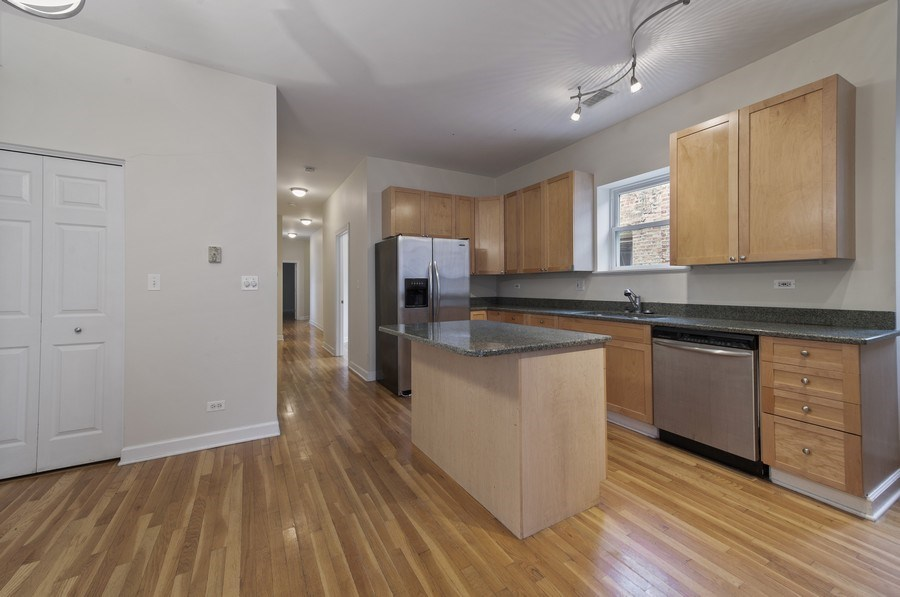 Real Estate Photography - 5529 S Cornell Ave, Unit 3S, Chicago, IL, 60637 - Kitchen / Dining Room