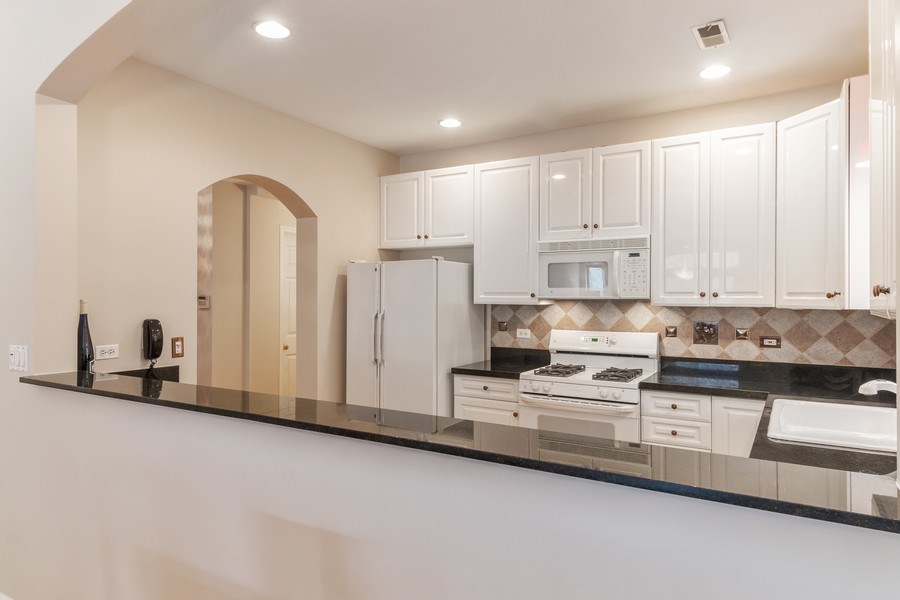 Real Estate Photography - 3924 N Southport, Unit 2 North, Chicago, IL, 60613 - Kitchen