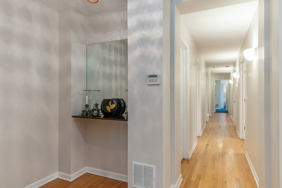 Real Estate Photography - 3924 N Southport, Unit 2 North, Chicago, IL, 60613 - Foyer