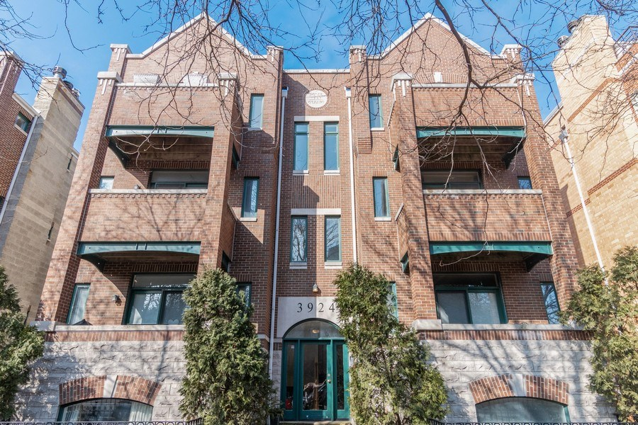 Real Estate Photography - 3924 N Southport, Unit 2 North, Chicago, IL, 60613 - Front View