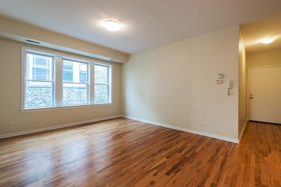 Real Estate Photography - 1738 W Foster Ave #3R, Chicago, IL, 60640 - Living Room