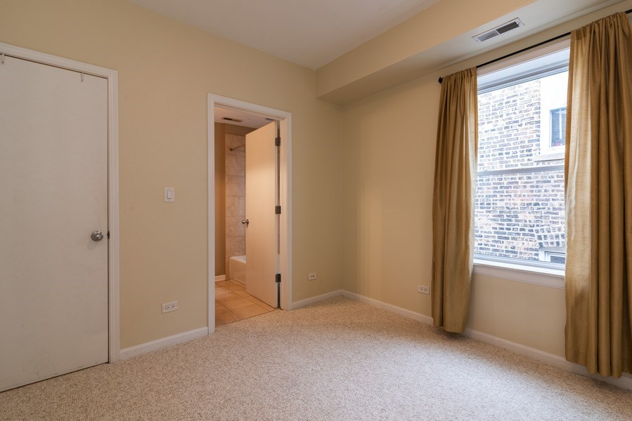 Real Estate Photography - 1738 W Foster Ave #3R, Chicago, IL, 60640 - Bedroom