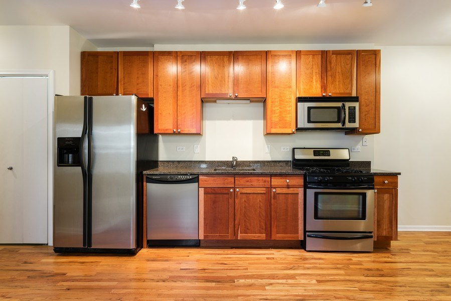 Real Estate Photography - 1738 W Foster Ave #3R, Chicago, IL, 60640 - Kitchen