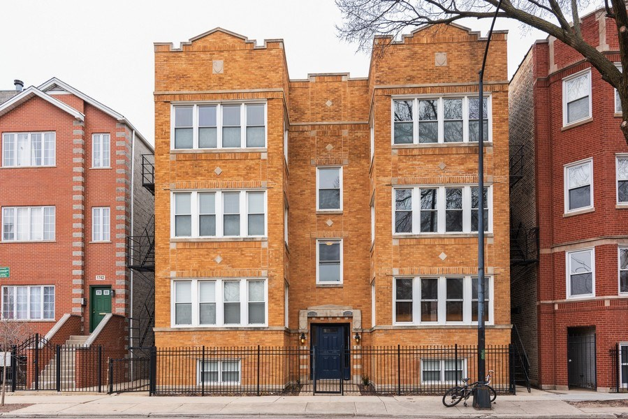 Real Estate Photography - 1738 W Foster Ave #3R, Chicago, IL, 60640 - Front View