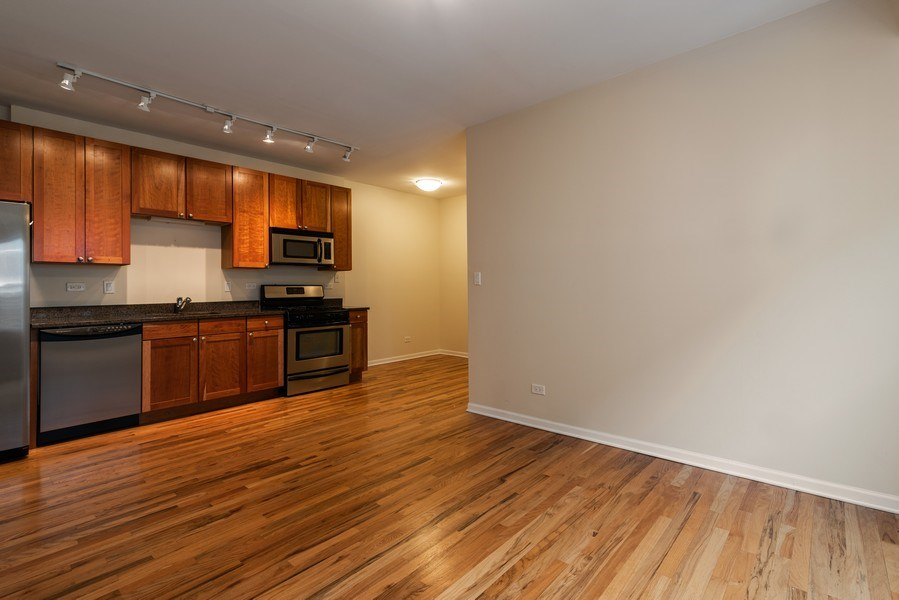 Real Estate Photography - 1738 W Foster Ave #3R, Chicago, IL, 60640 - Kitchen/Living