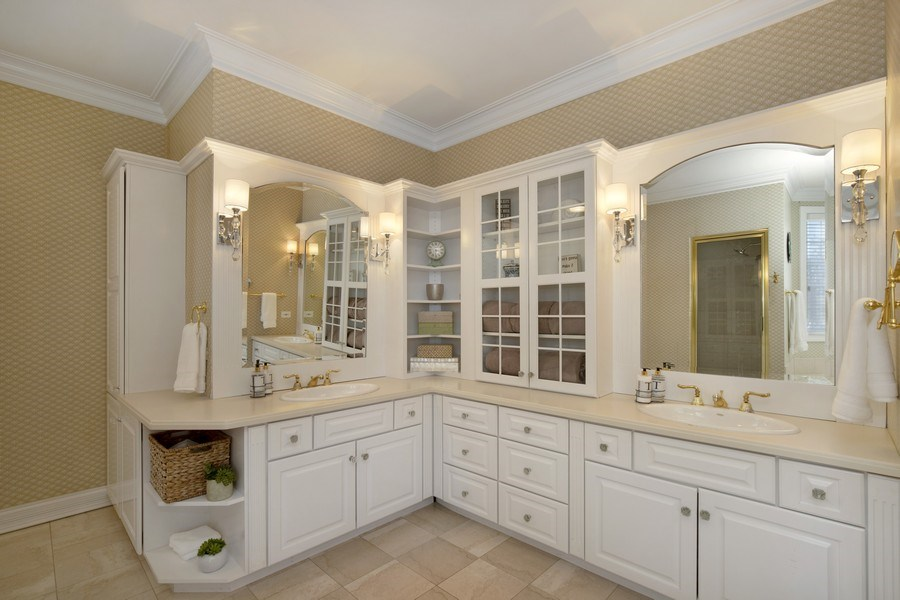 Real Estate Photography - 2021 Tremont Ct, Libertyville, IL, 60048 - Master Bathroom