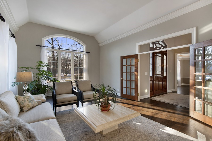 Real Estate Photography - 2021 Tremont Ct, Libertyville, IL, 60048 - Living Room