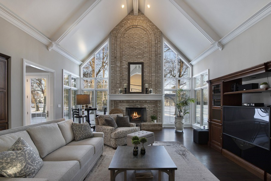 Real Estate Photography - 2021 Tremont Ct, Libertyville, IL, 60048 - Family Room