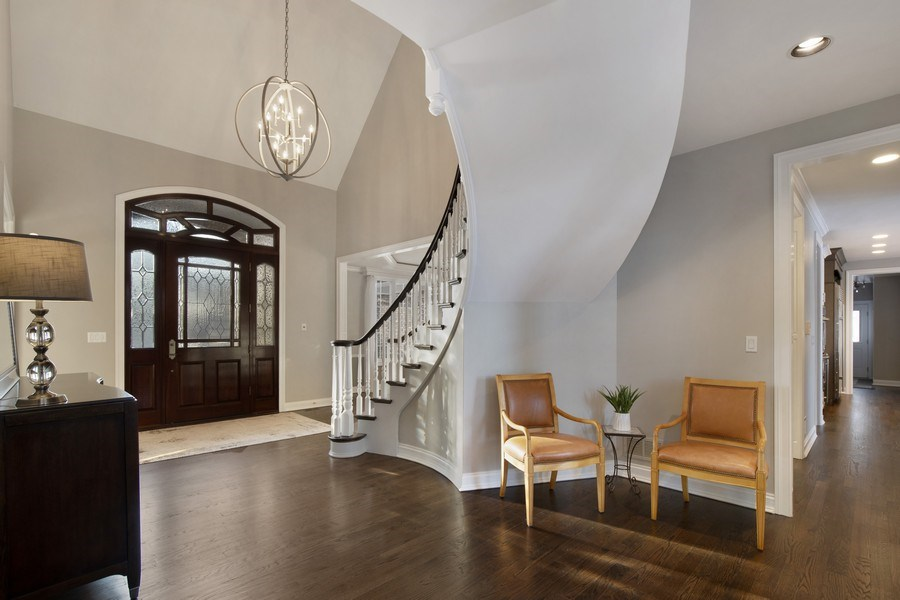 Real Estate Photography - 2021 Tremont Ct, Libertyville, IL, 60048 - Foyer