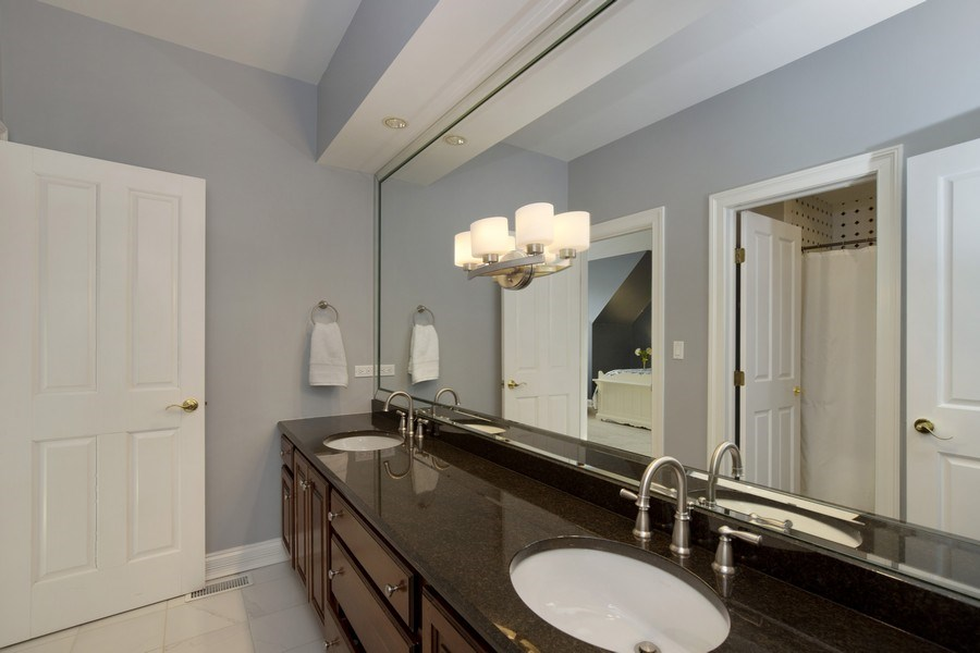 Real Estate Photography - 2021 Tremont Ct, Libertyville, IL, 60048 - Bathroom