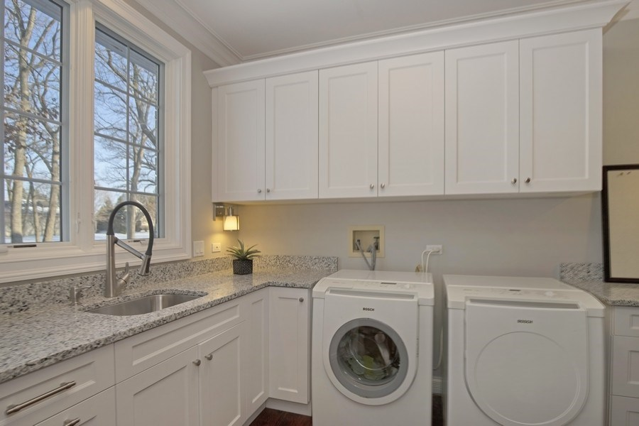 Real Estate Photography - 2021 Tremont Ct, Libertyville, IL, 60048 - Laundry Room