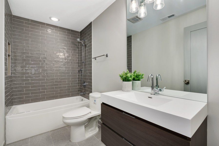 Real Estate Photography - 2548 W. Grenshaw, Chicago, IL, 60612 - Guest Bathroom