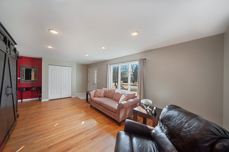 Real Estate Photography - 1722 W. Oakton St., Arlington Heights, IL, 60004 - Living Room