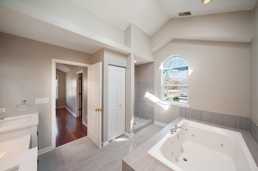 Real Estate Photography - 1722 W. Oakton St., Arlington Heights, IL, 60004 - Master Bathroom
