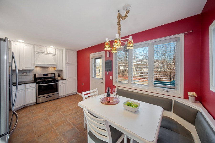 Real Estate Photography - 1722 W. Oakton St., Arlington Heights, IL, 60004 - Kitchen