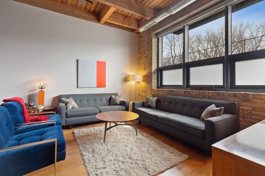 Real Estate Photography - 1800 W Grace, CHICAGO, IL, 60613 - Living Room