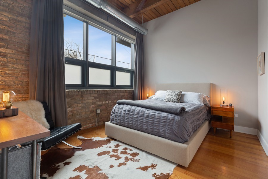 Real Estate Photography - 1800 W Grace, CHICAGO, IL, 60613 - Master Bedroom