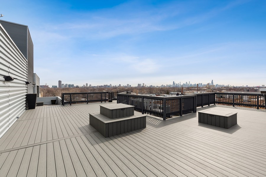 Real Estate Photography - 1800 W Grace, CHICAGO, IL, 60613 - Roof Deck