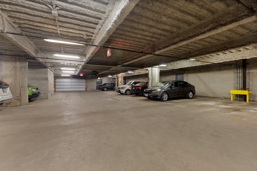 Real Estate Photography - 1800 W Grace, CHICAGO, IL, 60613 - Garage