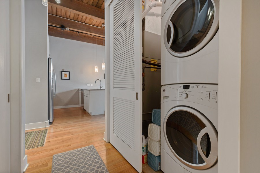 Real Estate Photography - 1800 W Grace, CHICAGO, IL, 60613 - Laundry Room