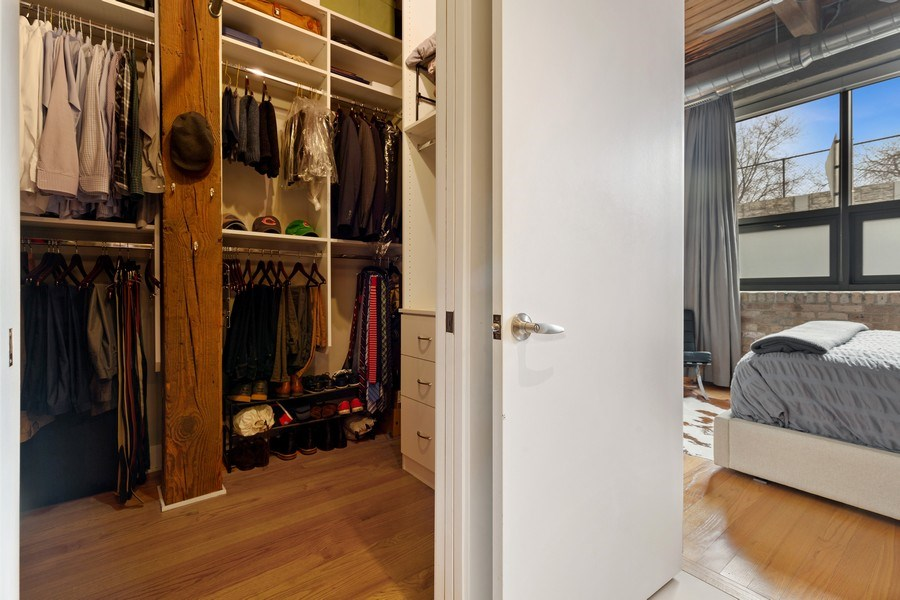 Real Estate Photography - 1800 W Grace, CHICAGO, IL, 60613 - Master Bedroom Closet