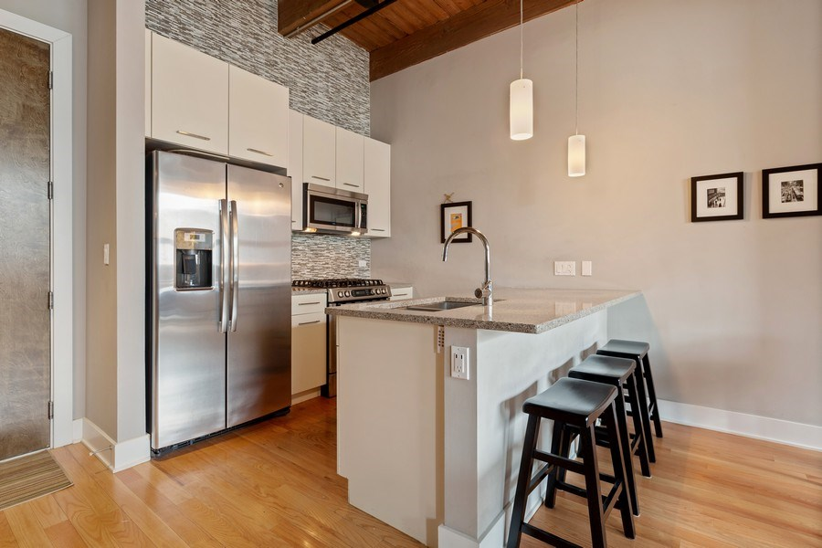 Real Estate Photography - 1800 W Grace, CHICAGO, IL, 60613 - Kitchen