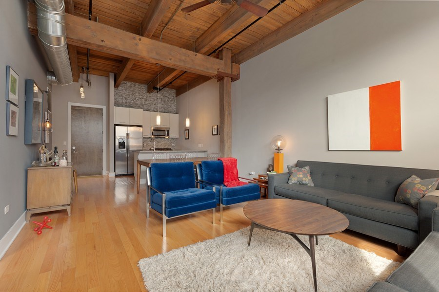 Real Estate Photography - 1800 W Grace, CHICAGO, IL, 60613 - Kitchen / Living Room