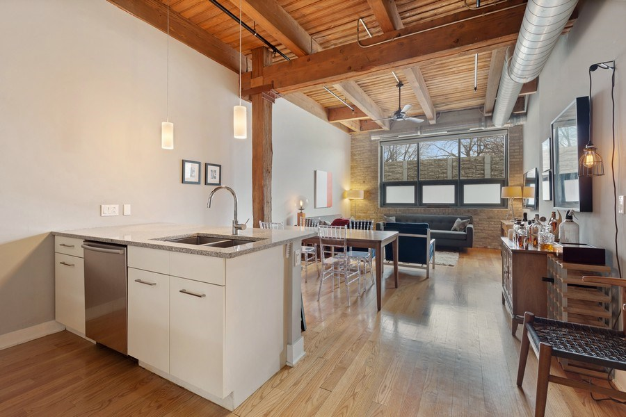 Real Estate Photography - 1800 W Grace, CHICAGO, IL, 60613 - Kitchen/Living