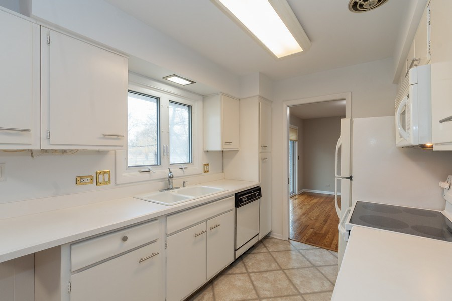 Real Estate Photography - 20 N Regency Dr E, Arlington Heights, IL, 60004 - Kitchen