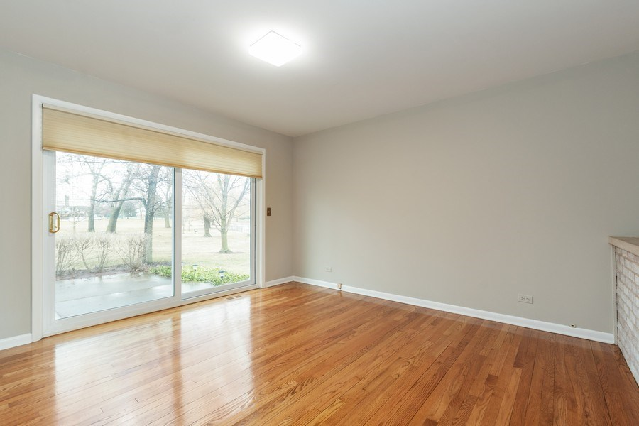 Real Estate Photography - 20 N Regency Dr E, Arlington Heights, IL, 60004 - Family Room