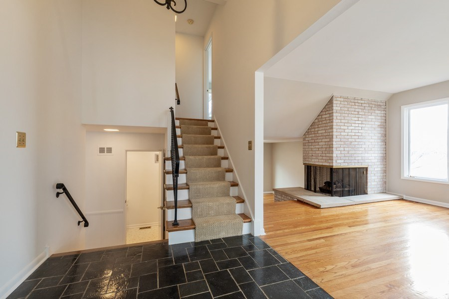 Real Estate Photography - 20 N Regency Dr E, Arlington Heights, IL, 60004 - Foyer