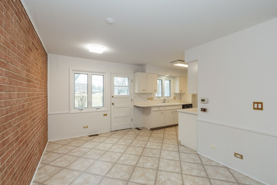 Real Estate Photography - 20 N Regency Dr E, Arlington Heights, IL, 60004 - Dining Area