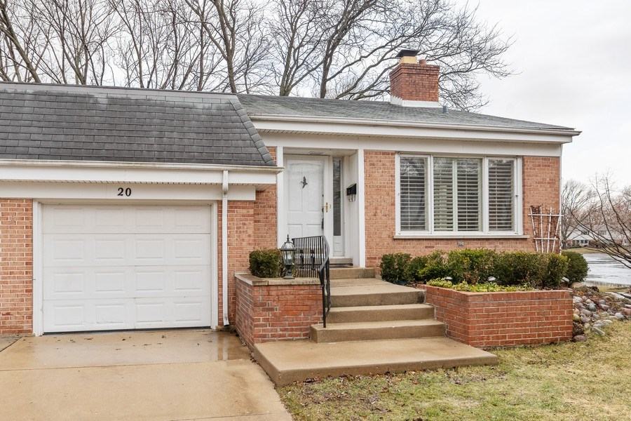 Real Estate Photography - 20 N Regency Dr E, Arlington Heights, IL, 60004 - Front View