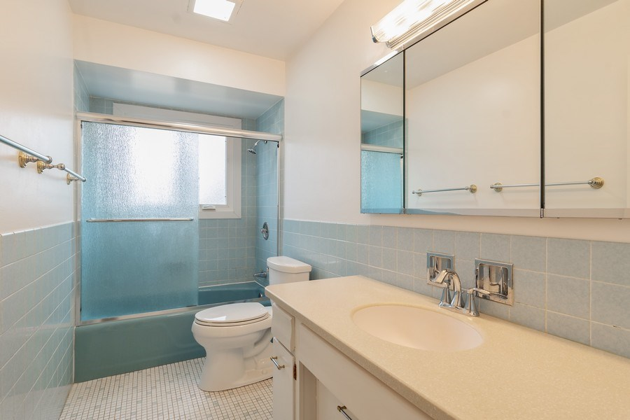 Real Estate Photography - 20 N Regency Dr E, Arlington Heights, IL, 60004 - Bathroom
