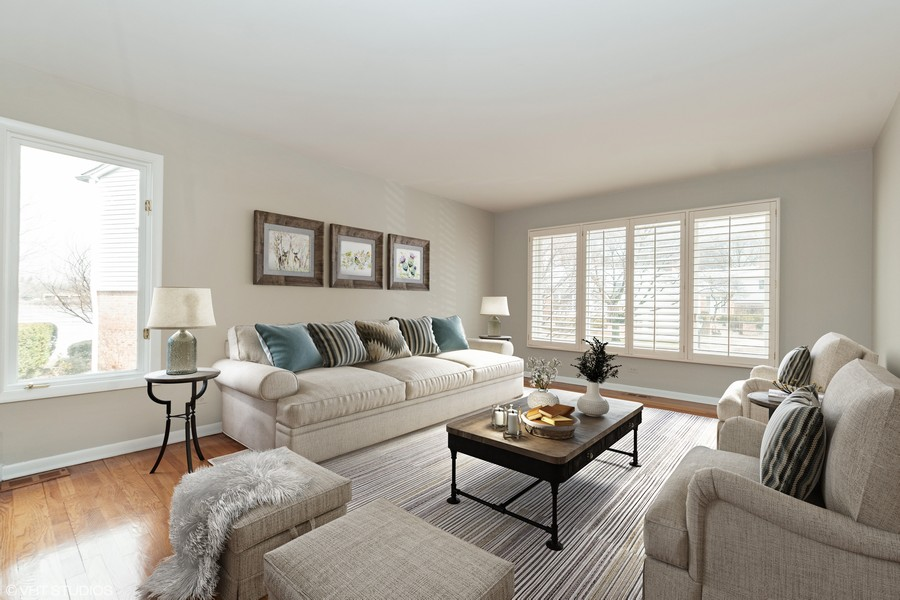 Real Estate Photography - 20 N Regency Dr E, Arlington Heights, IL, 60004 - Living Room