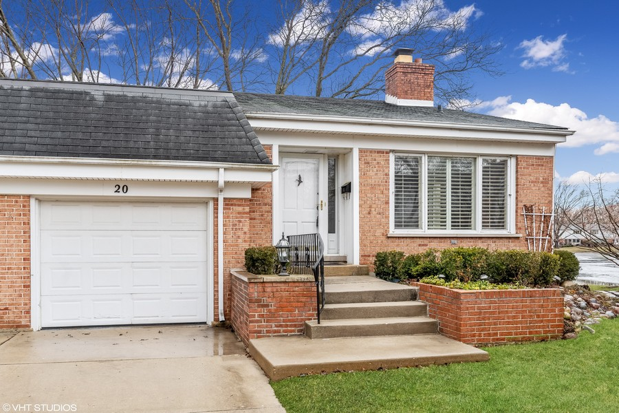 Real Estate Photography - 20 N Regency Dr E, Arlington Heights, IL, 60004 -
