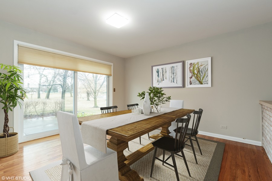 Real Estate Photography - 20 N Regency Dr E, Arlington Heights, IL, 60004 - Dining Room