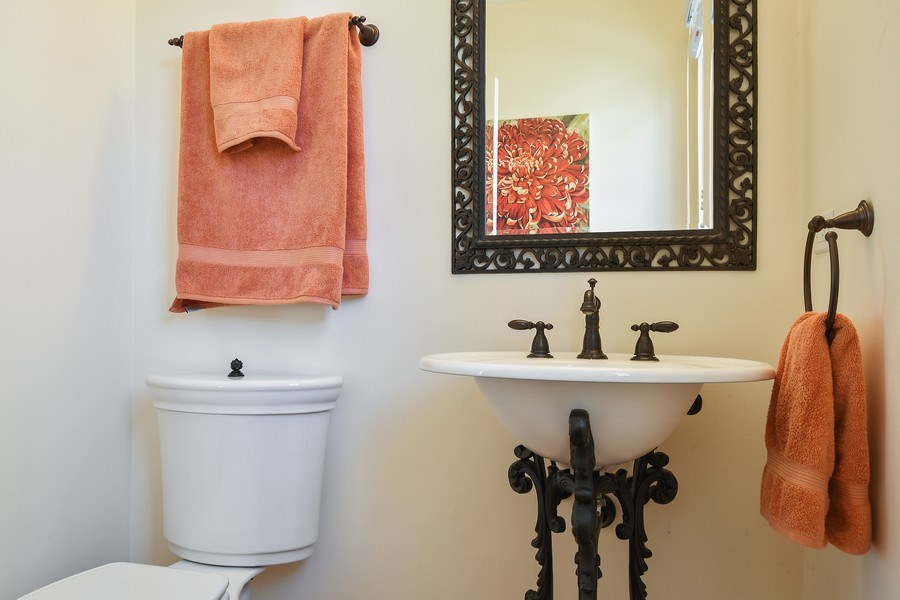 Real Estate Photography - 357 Hirst Court, Lake Bluff, IL, 60044 - Powder Room